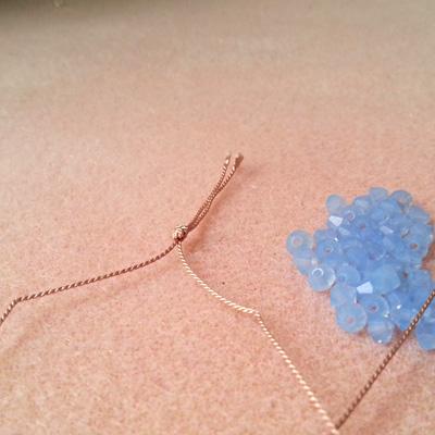 11 bracelets en fil de soie atelier matiere premiere